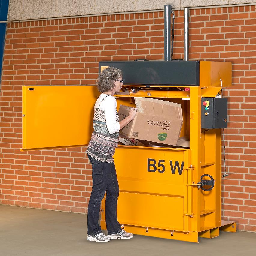 Women filling in carboard into Bramidan B5 Wide baler