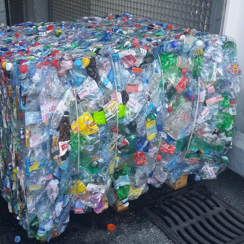 Bale of compacted PET bottles